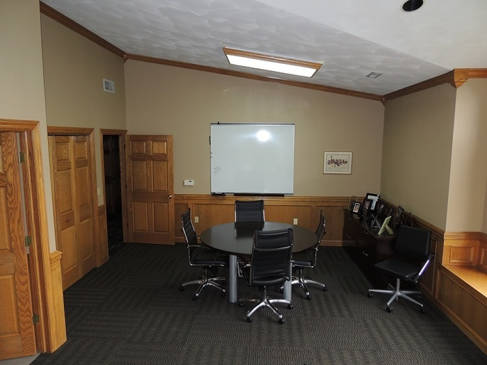 http://judsonrealestate.s3.amazonaws.com/production/photos/images/9523/original/small_conf_room.jpg?1475073359