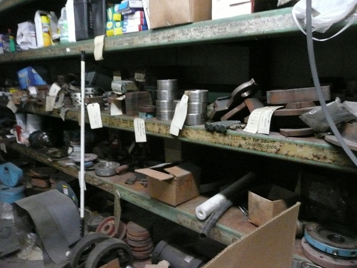 http://judsonrealestate.s3.amazonaws.com/production/photos/images/9658/original/shelves_with_stuff.jpg?1473800241