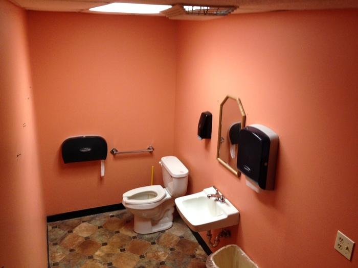 http://judsonrealestate.s3.amazonaws.com/production/photos/images/9866/original/Bathroom.jpeg?1487716963
